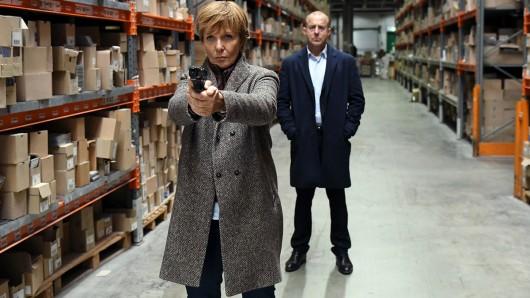 Kommissarin Ellen Lucas (Ulrike Kriener) will mit Hilfe von Magnus Guttmann (Heino Ferch) eine Geiselnahme beenden.