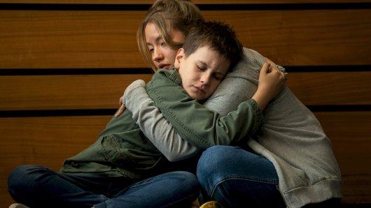 Jule (Ella Morgen) und Bendix (Mika Tritto) verstehen einander.