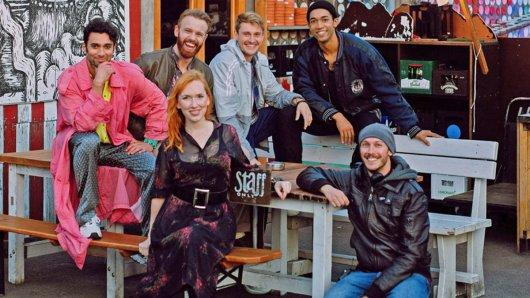 Das Team von All You Need: V. li. n. re.: Arash Marandi (Rolle Levo), Mads Hjulmand (Rolle Tom), Christin Nichols (Rolle Sarina), Frédéric Brossier (Rolle Robbie), Benito Bause (Rolel Vince) und Regisseur und Drehbuchautor Benjamin Gutsche.