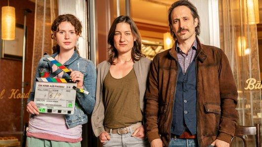 Von links: Nadja Sabersky (Rolle: Mia Bader), Marie Leueneberger (Rolle: Frederike Bader) und Michael Ostrowski (Rolle: Ferdinand Zankl).