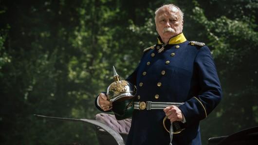 Thomas Thieme spielt den deutschen Reichskanzler Otto von Bismarck.