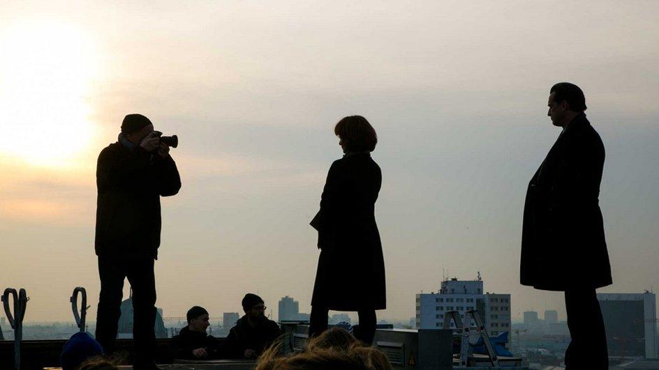 Natalia Wörner und Thomas Sarbacher über den Dächern von Berlin © UFA Fiction