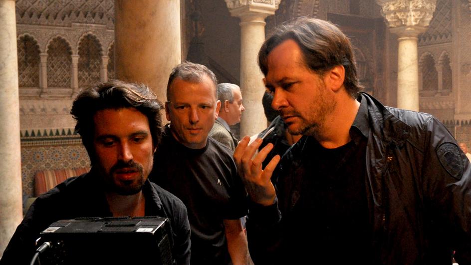 Bilder von den Dreharbeiten: Die Diplomatin ist eine Produktion der UFA Fiction im Auftrag der ARD. Unter der Regie von Elmar Fischer (re.) wurde in Berlin und Thailand gedreht. © UFA Fiction
