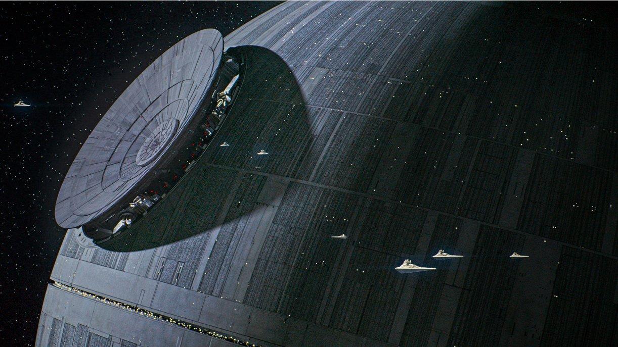 Der Todesstern aus Krieg der Sterne befindet sich in Rogue One kurz vor der Fertigstellung. Foto: © DISNEY/LUCASFILM