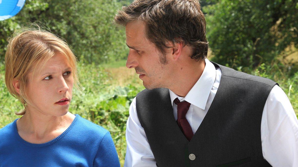 Ein Geheimnis im Dorf - Schwester und Bruder: Irene (Franziska Weisz) und Franz (Max von Thun)