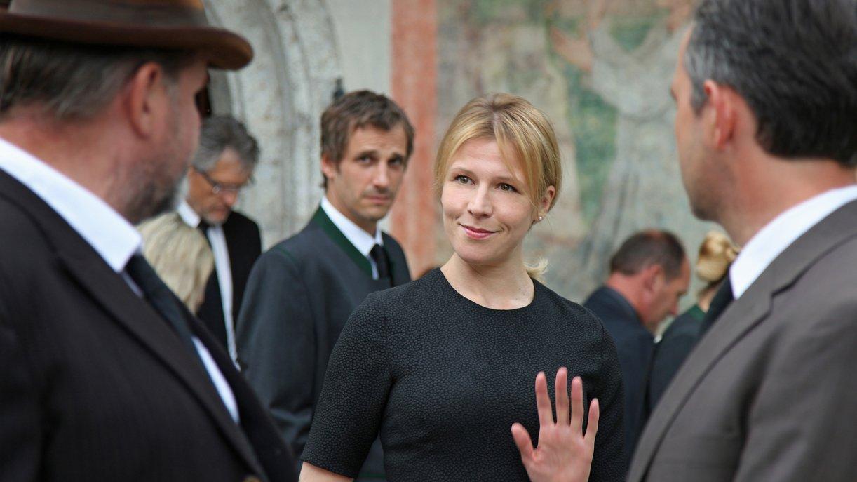 Die neue Bürgermeisterin Irene (Franziska Weisz, m.) Foto: ZDF / Andrea Mayer-Rinner