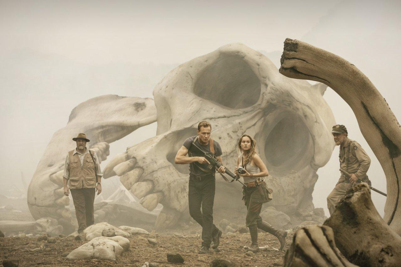 Kong: Skull Island mit (v.l.n.r.) John Goodman, Tom Hiddleston, Brie Larson und John C. Reilley – Kinostart: 9. März