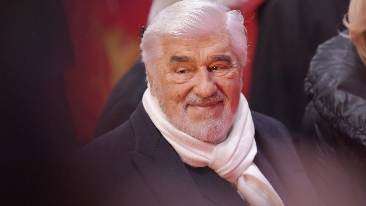 Platz 9: 38 % stimmten für den dreifachen GOKA-Preisträger Mario Adorf (1992, 1994 und 2012). Mit 86 Jahren ist Mario Adorf das älteste lebende Vorbild – besonders für Ostdeutsche (44 %) und über 60-Jährige (55 %). Die Generation der 14- bis 29-Jährigen scheint ihn kaum zu kennen (10 %).