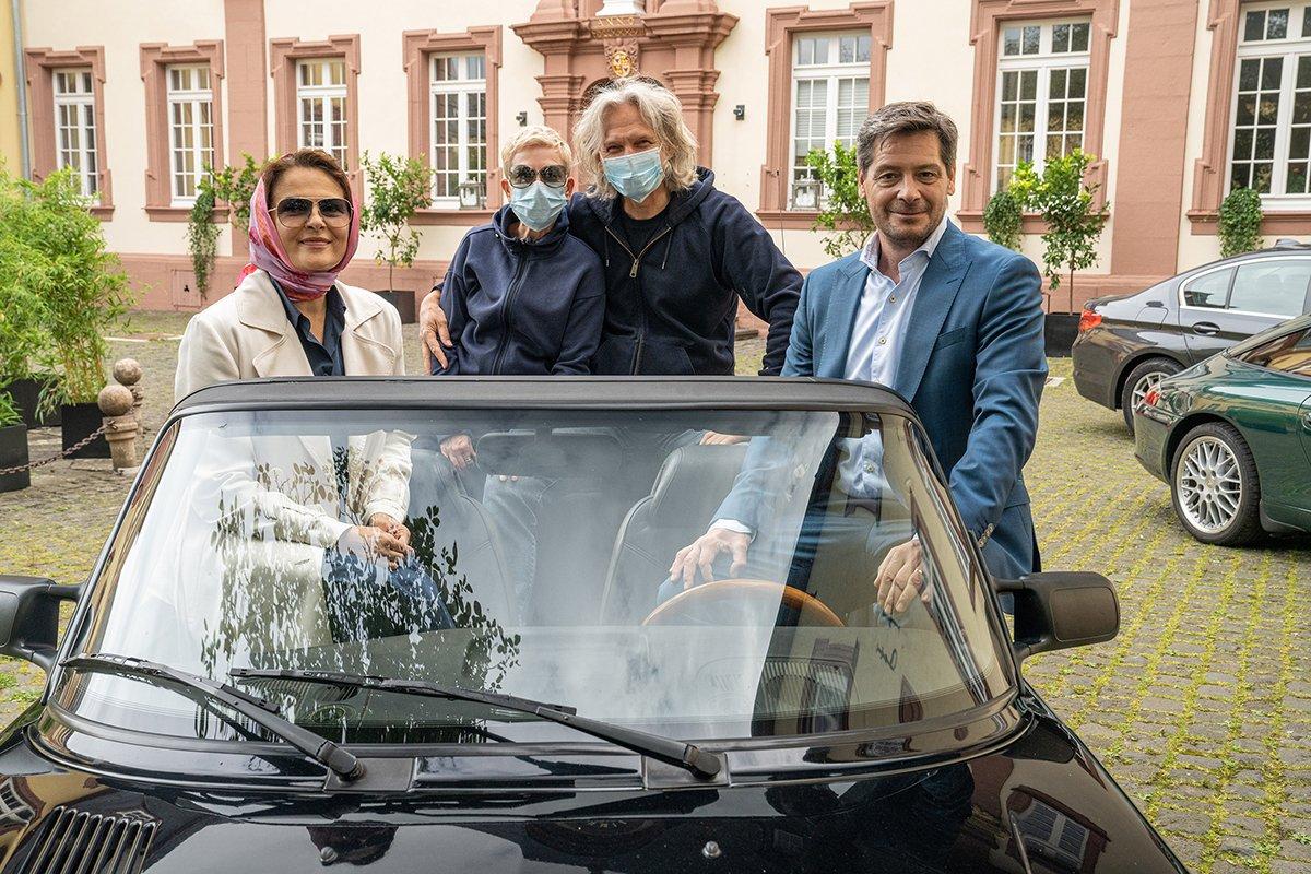 Noch bis Anfang Oktober stehen GOLDENE KAMERA-Preisträgerin Barbara Auer (l), Fritz Karl (r.) und Cosima Henman in der Eifel und Köln für den Thriller SugarloveDotCom (AT) hinter der Kamera.