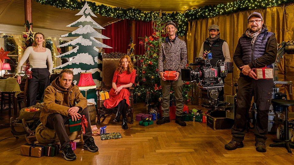 Bis März 2021 wird der Weihnachtsfilm Nord bei Nordwest - Ho - Ho - Ho! gedreht. Von links: Jana Klinge, Hinnerk Schönemann, Marleen Lohse, Ingo Rasper (Regie), Sascha Koszinowski (Regieassistenz), Ralf M. Mendle (Kamera)
