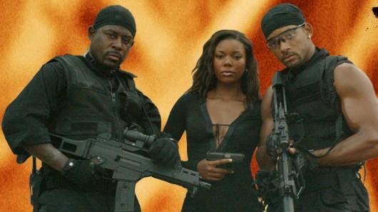 Gabrielle Union heizte den bösen Jungs Martin Lawrence (l.) und Will Smith bereits 2003 in Bad Boys II ein.