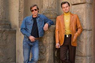 """Die Sixties stehen ihnen gut: Brad Pitt (l.) und Leonardo DiCaprio auf dem ersten Bild zu Quentin Tarantinos neuem Film """"Once Upon a Time in Hollywood"""""""