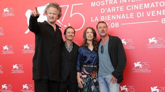 Regisseur Florian Henckel von Donnersmark (l.) mit seinen Werk ohne Autor-Stars Tom Schilling, Paula Beer und Sebastian Koch), kann sich Hoffnung auf einen Oscar machen