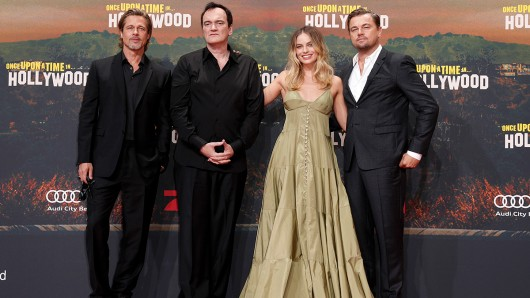 Kult-Regisseur Quentin Tarantino (2.v.l.) präsentiert mit Brad Pitt (l.), Margot Robbie und Leonardo Di Caprio seinen 9. Film Once Upon a Time in Hollywood in Berlin.