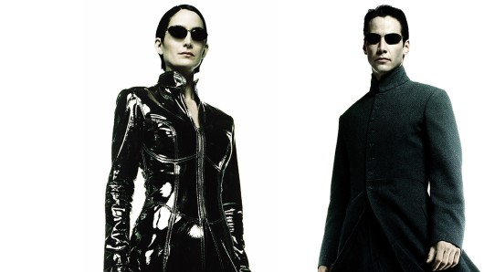 Tobten von 1999 bis 2003 dreimal durch die Matrix: Carrie Anne Moss als Trinity und Keanu Reeves als Neo