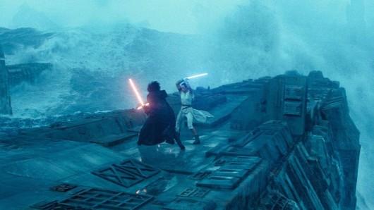 Rey (Daisy Ridley) und Kylo Ren (Adam Driver) treffen auf einem Todesstern erneut aufeinander.