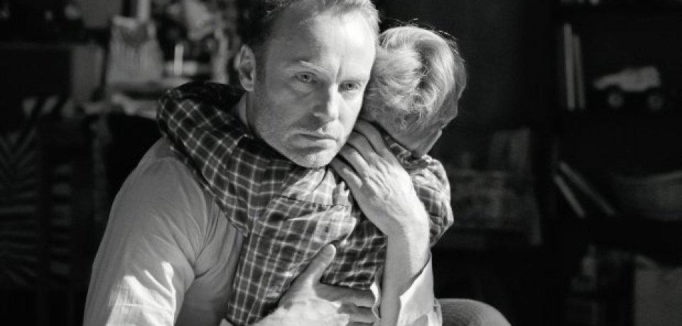 Matthias (Mark Waschke) mit seinem siebenjährigen Sohn Lukas (Kasimir Brause).
