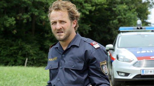 Polizist Hannes Bucher (Maximilian Brückner) gerät in Schwierigkeiten.