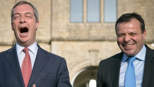 Nigel Farage (l.) und Arron Banks