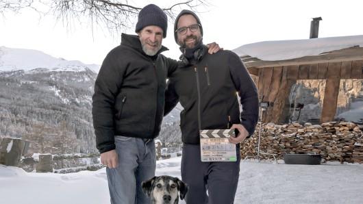 Schauspieler Ulrich Matthes (l.) und Regisseur Rick Ostermann beim Drehstart in Tirol