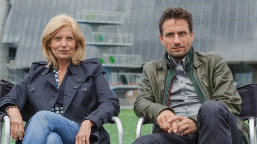 Die Schauspieler Sabine Postel (Haupkommissarin Inga Lürsen) und Oliver Mommsen (Hauptkommissar Nils Stedefreund) ermitteln nur noch bis 2017 gemeinsam im Tatort Bremen