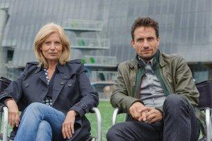 """Die Schauspieler Sabine Postel (Haupkommissarin Inga Lürsen) und Oliver Mommsen (Hauptkommissar Nils Stedefreund) ermitteln nur noch bis 2017 gemeinsam im """"Tatort"""" Bremen"""