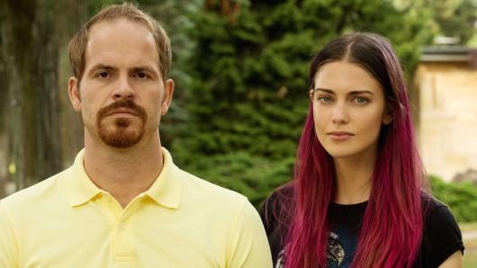 Suchen nach dem Sinn des Lebens: Frank Sporbert (Marc Benjamin Puch) und Sascha Decker (Laura Berlin) .