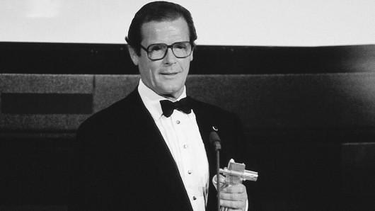 Roger Moore erhielt 1992 die GOLDENE KAMERA für seinen Einsatz für UNICEF. Foto: © GOLDENE KAMERA