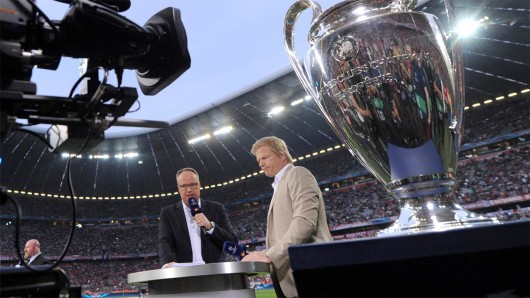 Oliver Welke und Oliver Kahn moderierten das Endspiel 2016. Foto: © ZDF / Nadine Rupp