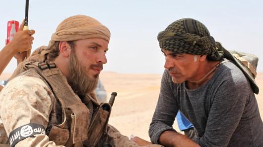 Edin Hasanovic (li.) und Züli Aladag (re.). im IS-Drama Brüder.