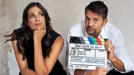 Bettina Zimmermann und Kai Wiesinger bei den Dreharbeiten zur Serie Der Lack ist ab.