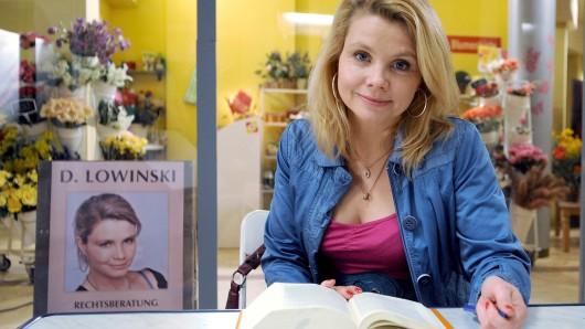Bis 2014 drehte sie in fünf Jahren fünf Staffeln mit insgesamt 65 Folgen: Annette Frier als Danni Lowinski.