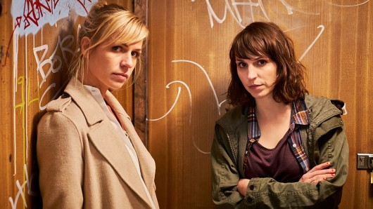Caroline Erikson (Luna Kunath) und Katrin Jaehne (Sophie Pohlmann) ermitteln in SOKO Potsdam