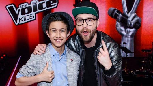 Nach The Voice Kids nimmt Mark Forster (r.) im neuen Castingshow-Ableger The Voice Senior Gesangstalente Ü60 unter seine Fittiche.
