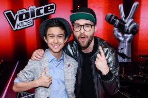 "Nach ""The Voice Kids"" nimmt Mark Forster (r.) im neuen Castingshow-Ableger ""The Voice Senior"" Gesangstalente Ü60 unter seine Fittiche."