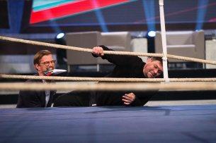 """Mit Unterstützung von Show-Gastgeber Joko Winterscheidt steigt Fernsehkoch-Ikone Tim Mälzer in """"Beginner gegen Gewinner"""" in den Boxring."""