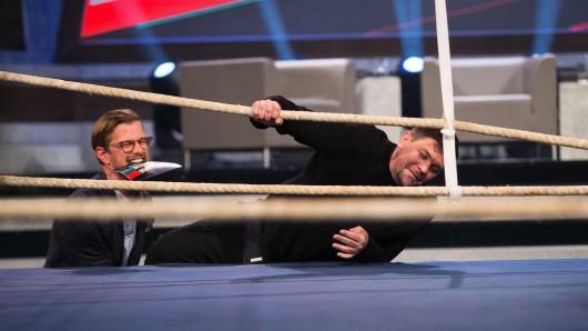 Mit Unterstützung von Show-Gastgeber Joko Winterscheidt steigt Fernsehkoch-Ikone Tim Mälzer in Beginner gegen Gewinner in den Boxring.