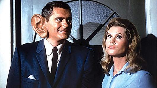 Im Verliebt in eine Hexe-Serienoriginal sorgten Dick York und Hexe Elizabeth Montgomery in den 1960er-Jahren für Fernsehmagie.