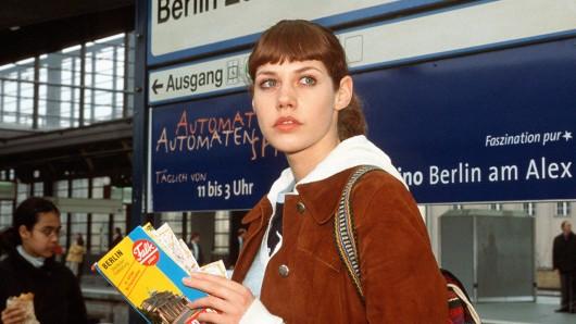 Für den Berlin, Berlin-Kinofilm wird Felicitas Woll 16 Jahre nach Beginn der ARD-Serie erneut das Landei Carlotta Wolle Holzmann verkörpern.