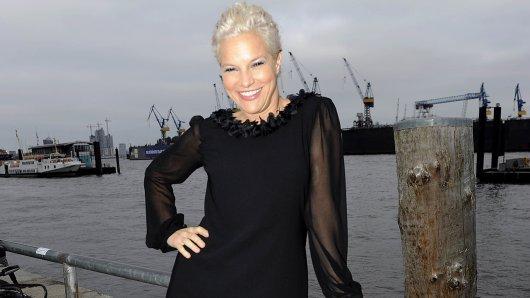 NDR-Aushängeschild Ina Müller geht im Weihnachtsprogramm 2018 mit ihrer Reise-Show Inas Norden in eine neue Runde.