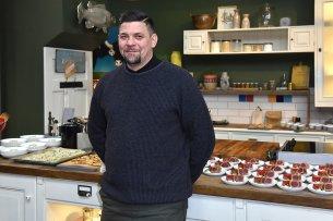 """Tim Mälzer präsentierte in seinem Restaurant """"Bullerei"""" das Konzept für die neue Koch-Show """"essen & trinken""""."""