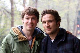 """Vom Brüderpaar in """"Simpel"""" zu Netflix-Pionieren: David Kross (l.) und Frederick Lau werden im ersten deutschen Orginal-Spielfilm """"Betongold"""" die Hauptrollen übernehmen."""