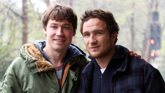 Vom Brüderpaar in Simpel zu Netflix-Pionieren: David Kross (l.) und Frederick Lau werden im ersten deutschen Orginal-Spielfilm Betongold die Hauptrollen übernehmen.