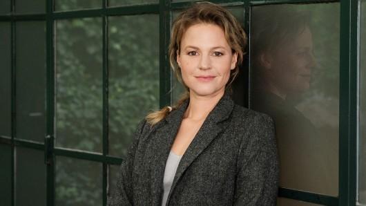 Maria Simon sorgt seit 2011 als Polizeiruf 110-Kommissarin Olga Lenski für Recht und Ordnung. 2020 geht sie nach ihrem 17. Fall in TV-Rente.