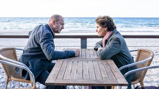 Zum dritten Mal als spinnefeinde Ermittler Simon Kessler und Hella Christen am Start: Heino Ferch und Barbara Auer am Set des ZDF-Zweiteilers Das Mädchen am Strand