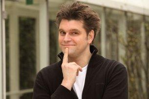 """Seit 2009 ist Lutz van der Horst als Reporter der """"heute-show"""" unterwegs. Im Juli 2019 versucht er sich mit """"Endlich kapiert?!"""" bei VOX als Gastgeber seines eigenen Comedyformats"""