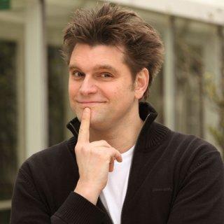 Seit 2009 ist Lutz van der Horst als Reporter der heute-show unterwegs. Im Juli 2019 versucht er sich mit Endlich kapiert?! bei VOX als Gastgeber seines eigenen Comedyformats