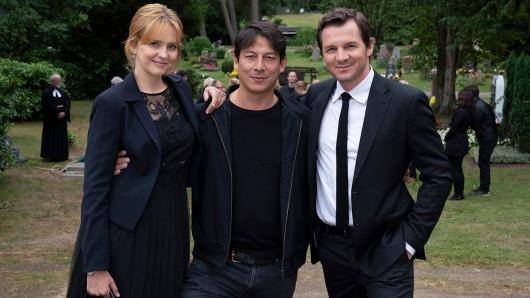 Bis zum 2. August 2019 wird in Hamburg unter der Regie von Sebastian Ko (M.) das Thriller-Drama Kein einfacher Mord mit Laura Tonke und Felix Klare gedreht.
