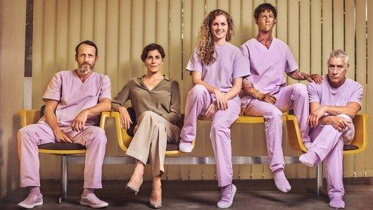 Die Freaks: Marek (Wotan Wilke Möhring), Dr. Stern (Nina Kunzendorf), Wendy (Cornelia Gröschel), Elmar (Tim Oliver Schultz ), Gerhart (Ralf Herforth)