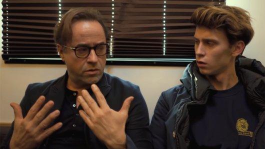 Jan Josef Liefers und Oskar Belton in der neuen Folge von Intimate.